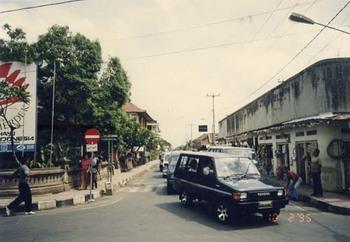 1995-ウブドの十字路.jpg